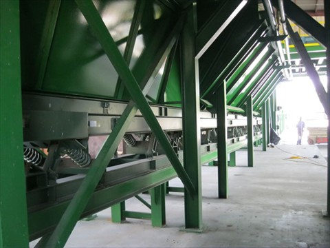 BALANCED WASTE CONVEYOR
